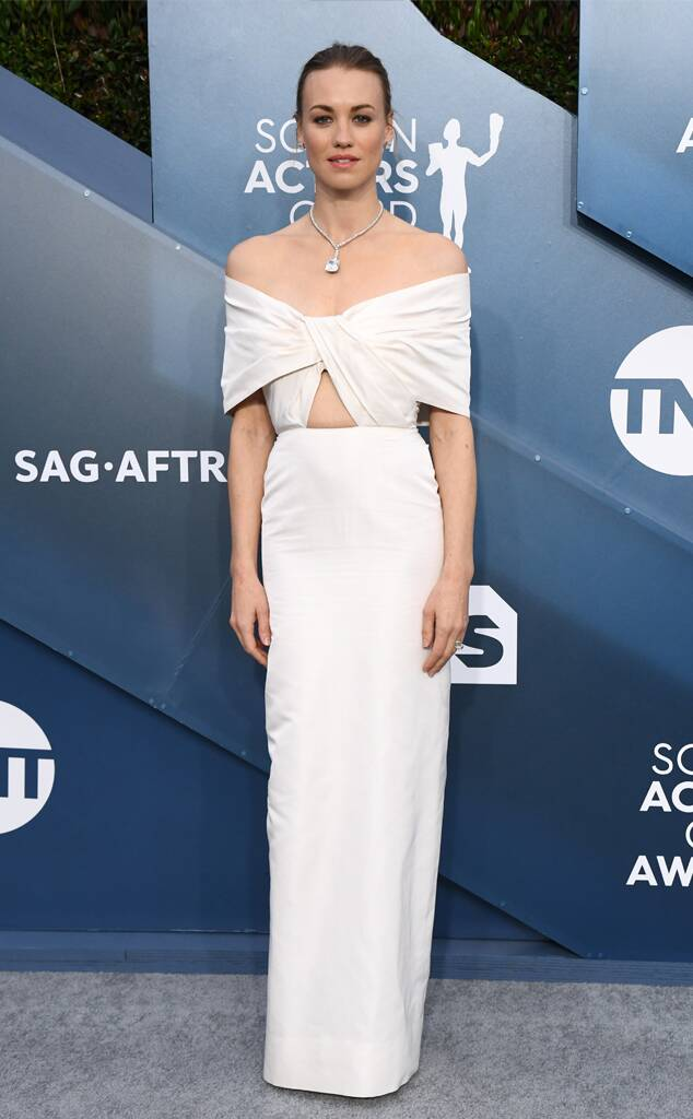 rs_634x1024-200119162605-634-2020-Critics-Choice-Awards-red-carpet-fashions-Yvonne-Strahovski