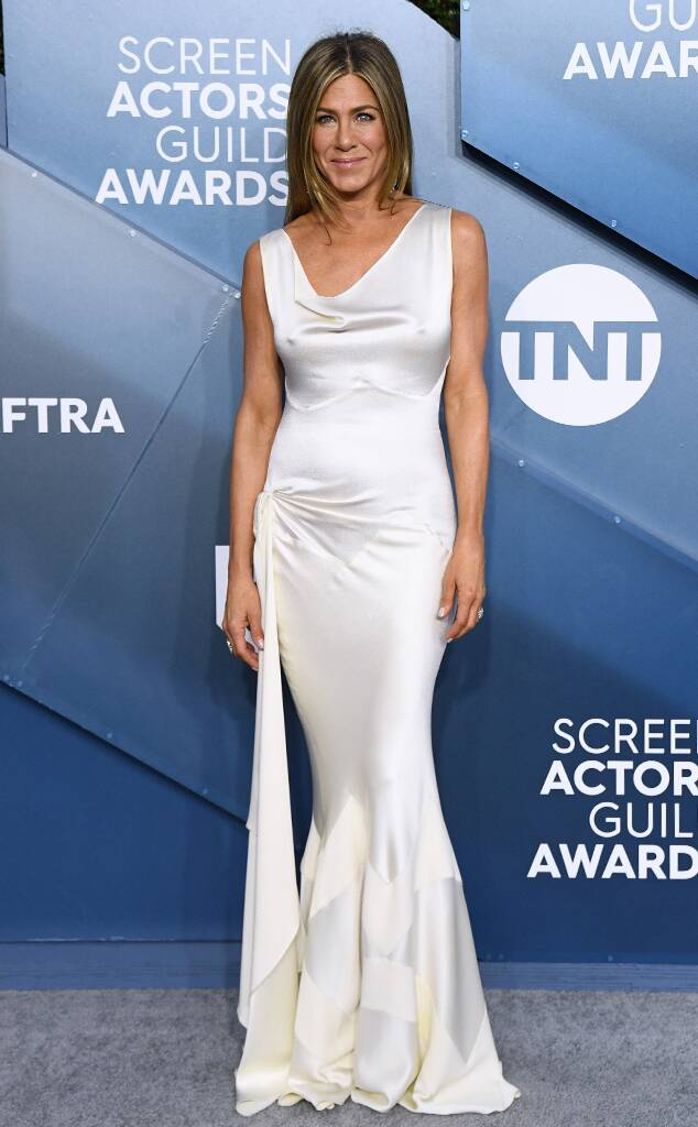 rs_634x1024-200119165028-634-2020-Critics-Choice-Awards-red-carpet-fashions-jennifer-aniston